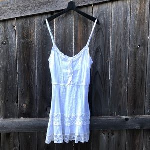 Sweet little white dress 🍬